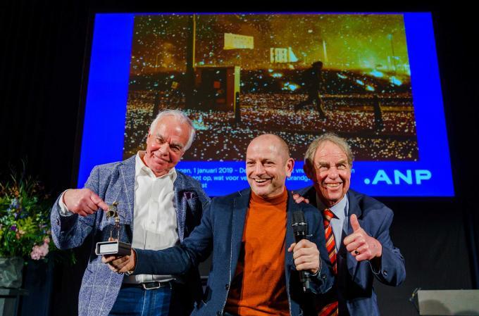 Winnaar Jos van Leeuwen Foto- en Publieksprijs Eric Brinkhorst 2019, jurylid Leo Blom (links) en Jos van Leeuwen (rechts). ANP / Marco de Swart