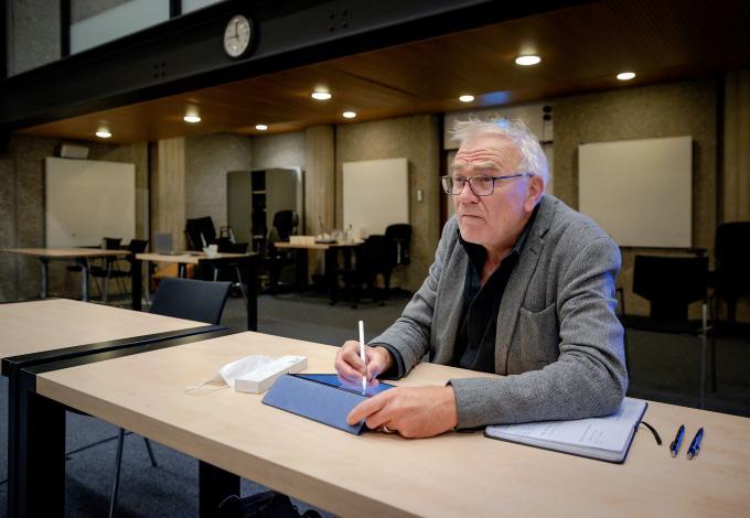Aloys Oosterwijk aan het werk in de rechtbank van Amsterdam.  Foto: Robin van Lonkhuijsen