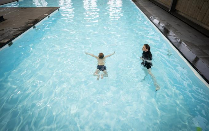 Zwemlessen en afzwemmen kunnen weer doorgaan als een van de versoepelingen van de coronamaatregelen. ANP / Jeroen Jumelet