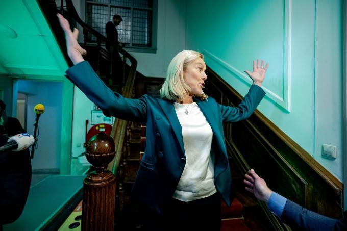 D66-lijsttrekker Sigrid Kaag reageert enthousiast op de eerste uitslag van de exit poll. ANP / Koen van Weel