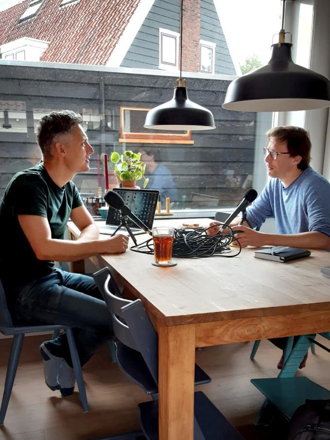Bart Maat en Kees van de Veen tijdens het opnemen van de podcast.