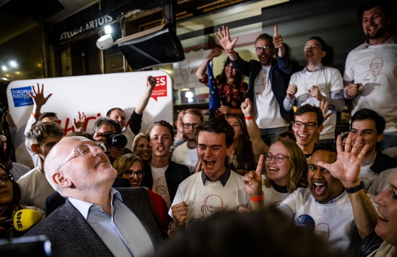 Frans Timmersman (PVDA) reageert tijdens de uitslagenavond van de Europese Parlementsverkiezingen. Foto door Bart Maat.